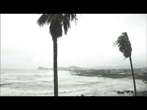 Tufão Talim atinge Japão e leva à retirada de 640 mil pessoas