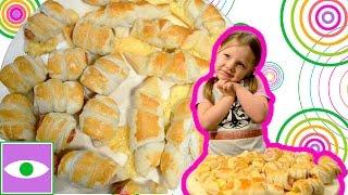 Сосиски в тесте и круассаны с сыром, готовим с детьми. Sausage rolls croissants with cheese