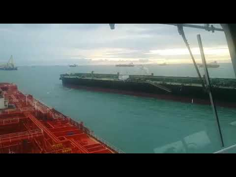 Near Collision in Singapore Strait Anchorage