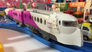 Peach × Rapi:t Happy Liner Nankai elektrisk Järnvägs bij Tomica stad【speelgoedtrein】01642 nl