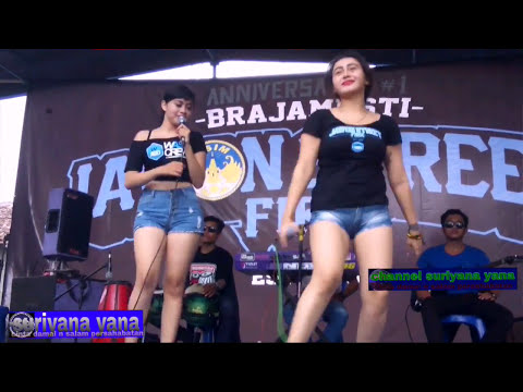 Dela santika ft.xena xenita/live perform bersama Dimas Production