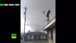 В центре бури  американка засняла приближение торнадо