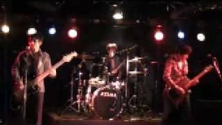 これもおなじみの曲です。このライブではヒヅキシンジは気合十分だった。