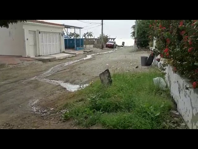 Denuncian vertimiento de aguas residuales en playa Salguero