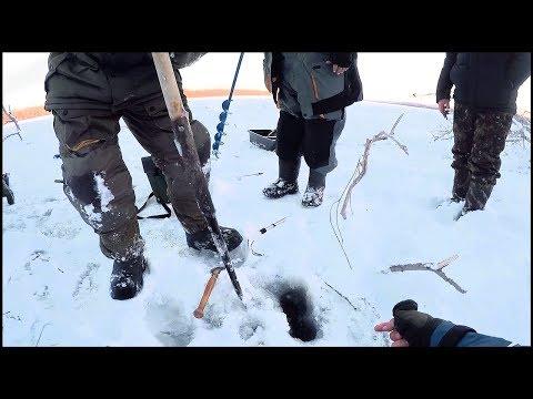Первый лед. 2018. РАЗДАЧА ПРОДОЛЖАЕТСЯ! Блесна спасла рыбалку в корягах.