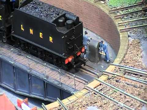 A 'MANUAL' MODEL RAILWAY TURNTABLE???????