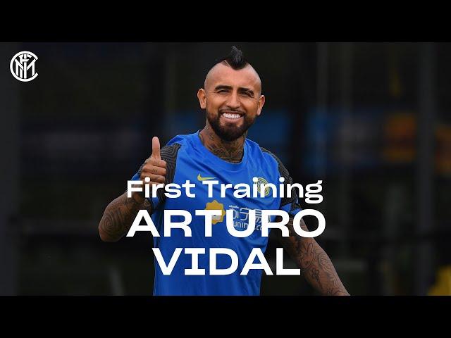ARTURO VIDAL'S FIRST TRAINING SESSION AT INTER! #WelcomeVidal ⚫🔵🇨🇱