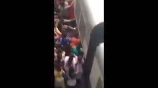 В Индии девушка упала под поезд. Перенаселение Индии