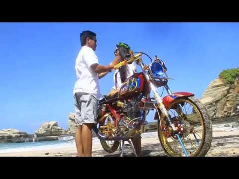 Prewedding Motor Cb Club Di Pantai Pacitan Zola Arief Youtube