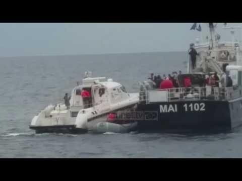 """""""Oriku"""" shpëton një gomone me 51 emigrantë sirianë - Top Channel Albania - News - Lajme"""