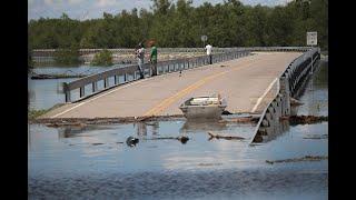 Arkansas River bursts through levee north of Little Rock, triggering evacuations