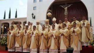 En Memoria de nuestros amigos sacerdotes
