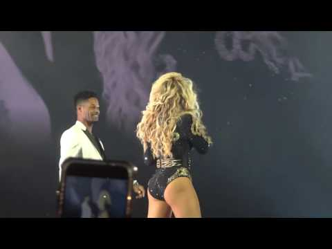 Beyonce stops her show for proposal