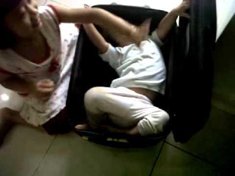 bocah dalam koper travel bag