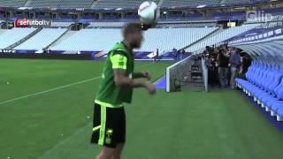 Ramos ngẫu hững freestyle theo phong cách Ronaldinho   Clip vn