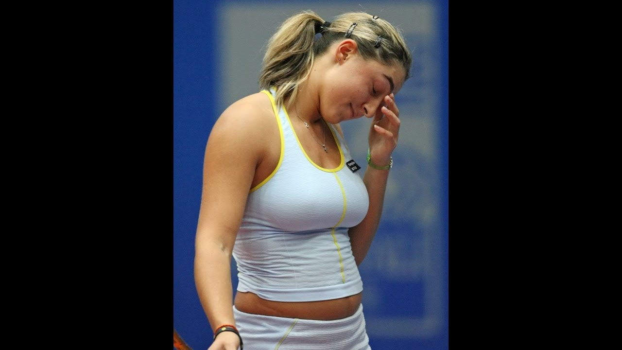 Schluck Female tennis player boob