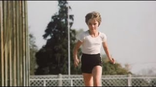 Алиса на уроке физкультуры