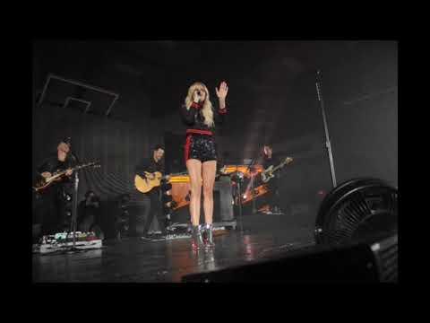 Kelsea Ballerini addresses fans at Central High School