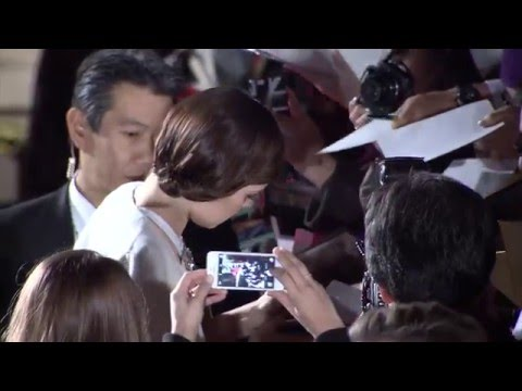 Star Wars: The Force Awakens: Cast Signing Autographs at Japan Movie Premiere