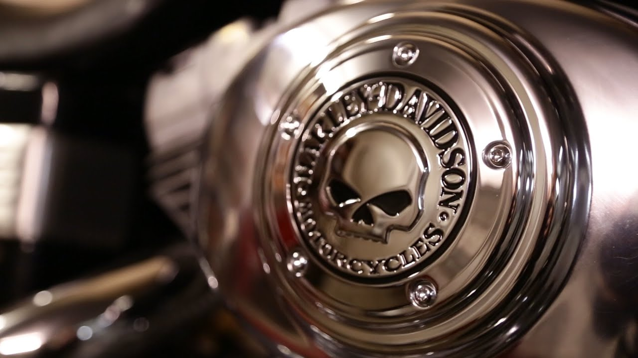 Changing air filter cover for Harley Davidson. - YouTube