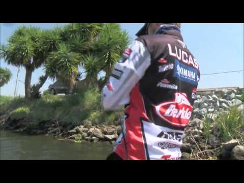 Justin Lucas with a 10 on Day 3 BASS Live www.bassmaster.com