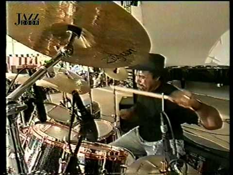 Mike Stern Group with Bob Berg - Games (Dennis Chambers drum solo)