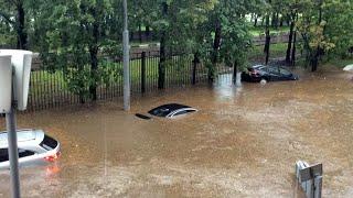 Целый город затопило паводками. Люди отказываются покидать дома