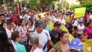 Venezolanos protestan en Cúcuta, Colombia, para pedir el ingreso de ayuda humanitaria a Venezuela
