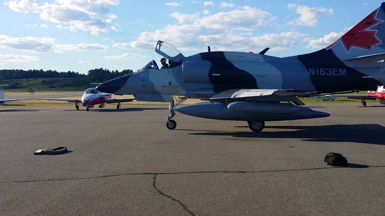 A-4 Skyhawk Start up, Taxi and High speed Field Buzz! [Real World]
