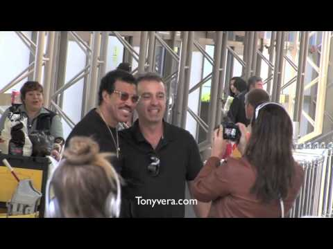 Lionel Richie on the run with his kid takes time to get call from Boston Dawna