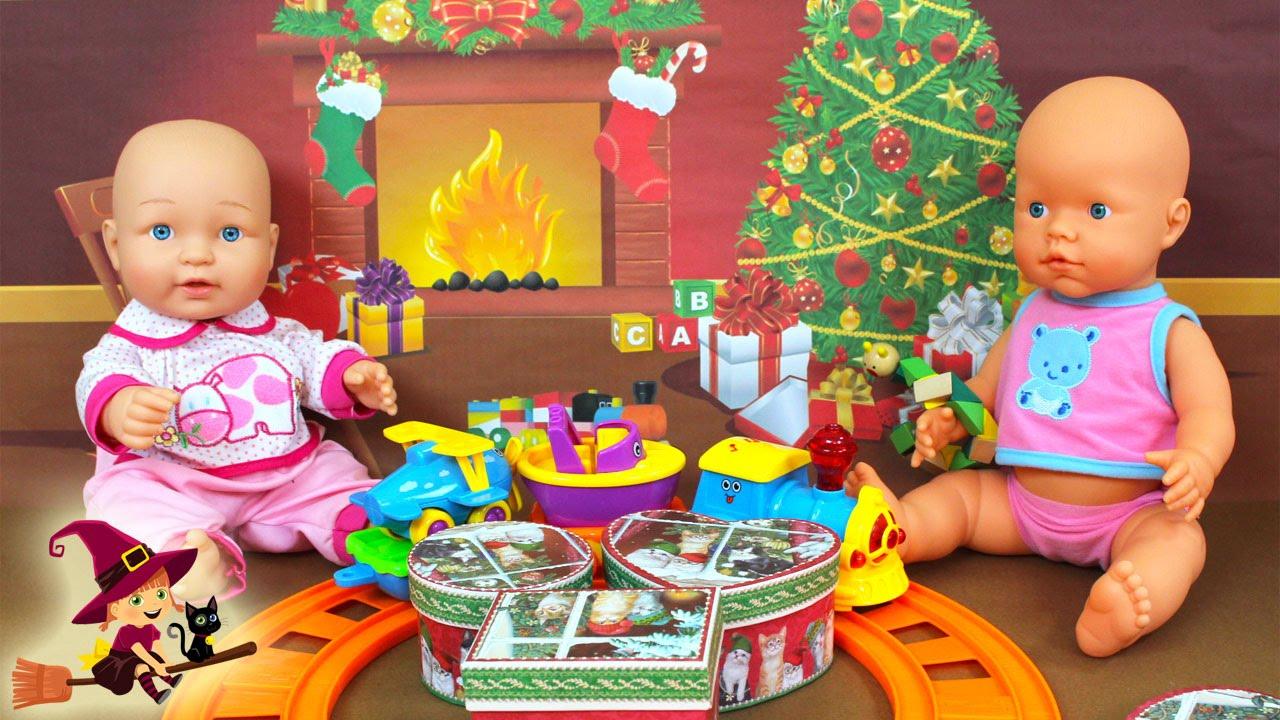 ¡Feliz Navidad a Todos La Bebé Abre los Regalos de