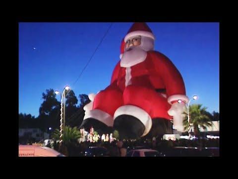 5 Giant Inflatable Santas You