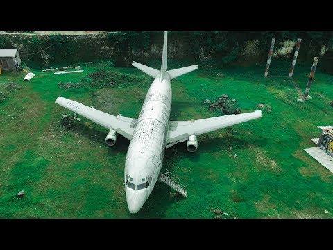 Ormanın İçinde TERK EDİLMİŞ Uçak Bulduk -  Uçakta Birisi Yaşıyor!