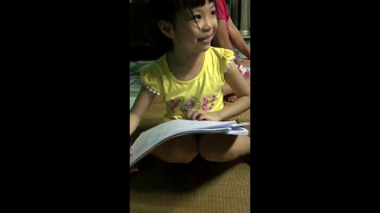 Bé Nguyễn Hà My dạy tô màu nè