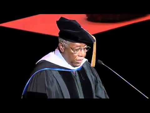 Hank Aaron gives Commencement Address at Marquette University ...