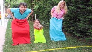 Çuval Yarışını Kazanan Smooshy Mushy Squishy Alır - Pretend play fun kids video Oyuncak Avı Öykü