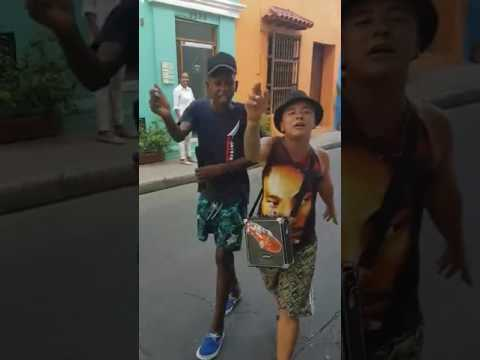 Streetart - 2 guys freestyle rap in the streets of colombia