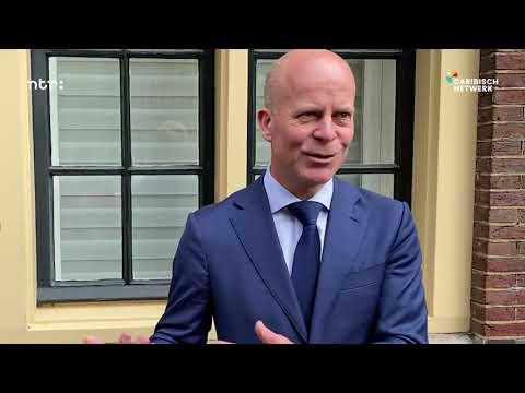Minister Raymond Knops splicando pakico un fiansa y no regalo pa nos