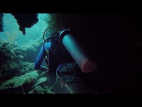 Wreck dive in Coron Palawan - shipwrecks from WWII Akitsushima