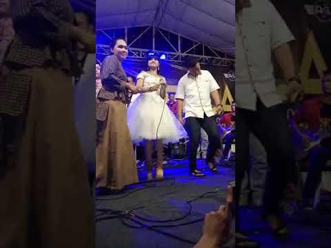Jihan Audy Kebacut Baper Bersama Om Rosabella  BALONGDINDING menganti gresik 2017   YouTube