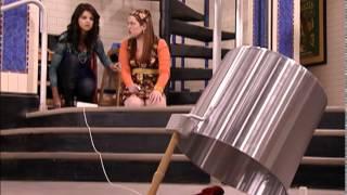Сериал Disney - Волшебники из Вэйверли Плэйс (Сезон 2 Серия 14) Рука помощи