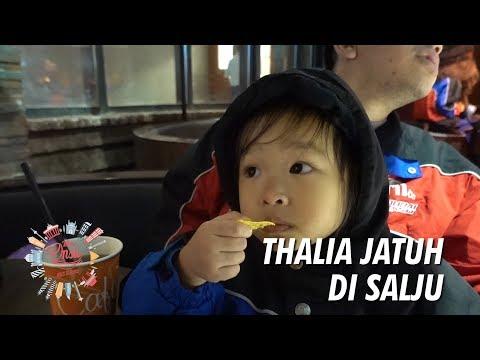 The Onsu Family - HAAA ? Thalia Jatuh di Salju