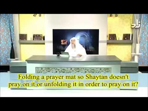 Folding the Prayer Mat so Satan doesn't pray on it & Unfolding to pray on it- Sheikh Assim Al Hakeem