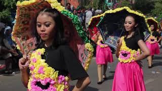 Gambar cover Karnaval Penuh Bunga