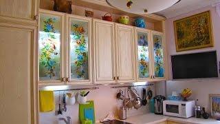 видео Технология витражной росписи по стеклу, в интерьере, для окна, вазы, бутылок, бокалов, часов. Купить витражи и заказать расписной витраж у производителя CNT-DESIGN.