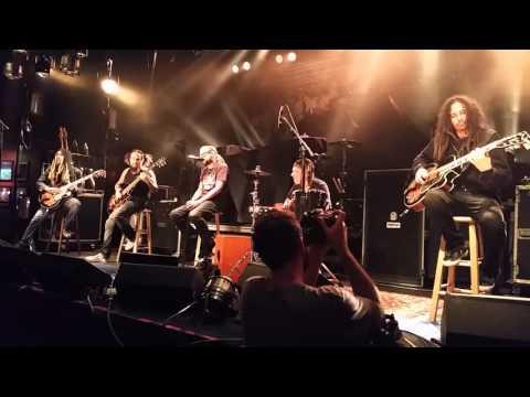 Korn-Alone I Break (Live) (Acoustic)