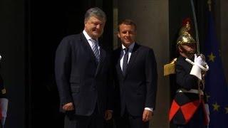 Emmanuel Macron meets Ukrainian counterpart Petro Poroshenko