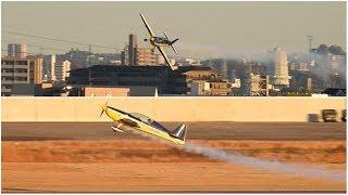 エクストラEA-300L(JA14WP)ローパス!•名古屋(あいち航空ミュージアム)2017.12.02