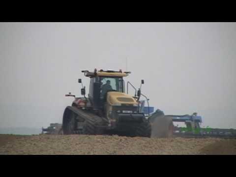 Préparation du sol 2010 avec un CATERPILLAR MT 865B