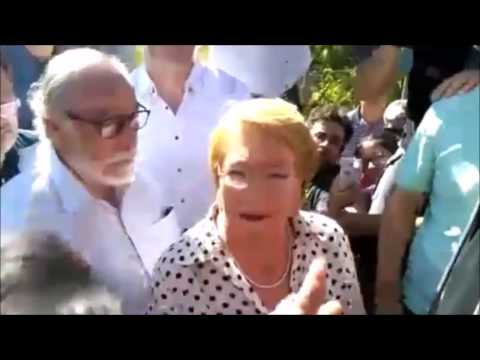 Michelle Bachelet llega a la zona de incendios y es criticada por afectados. Vía: BioBioChile